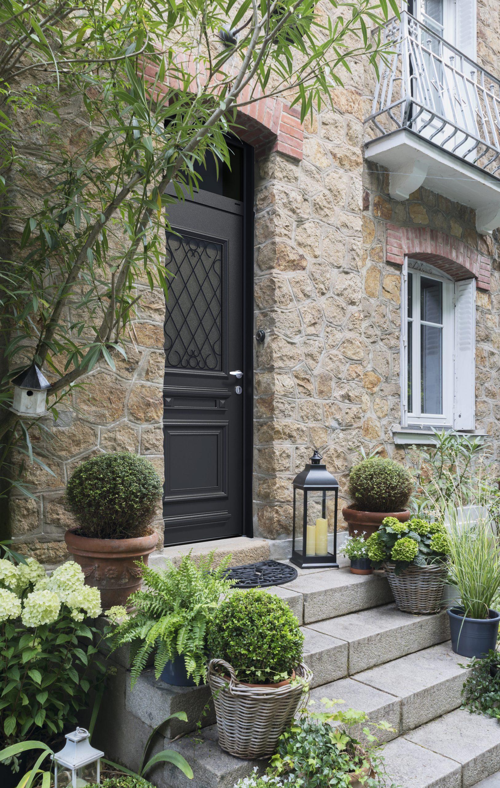 PASSAGE : votre porte d'entrée en aluminium design et personnalisée