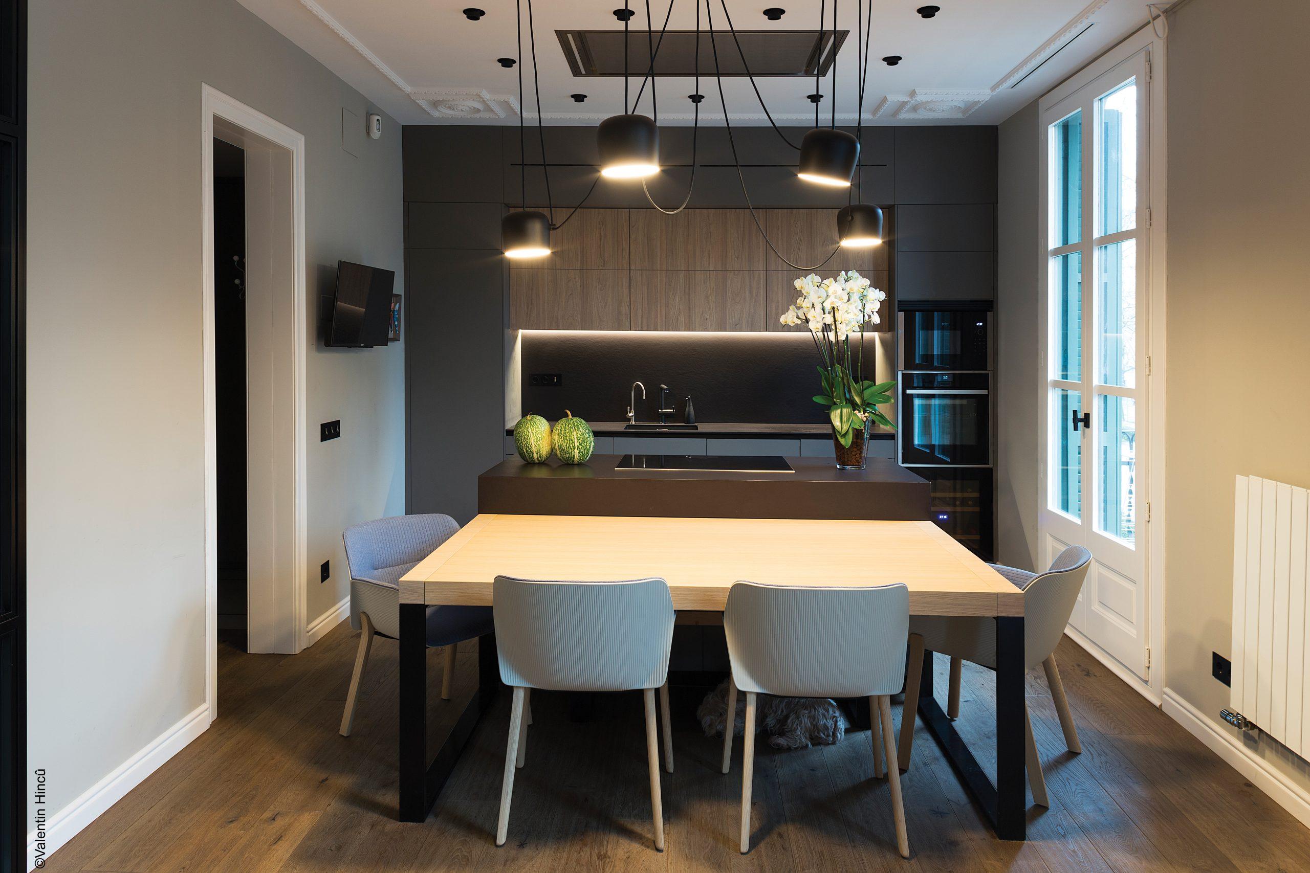 Maison Mood : Rénovation complète d'un appartement dans un bâtiment du 20e siècle